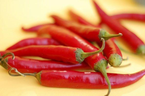 Peperoncini rossi piccanti lunghi