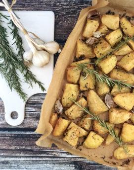 Patate al forno croccanti fuori e morbide dentro (ricetta di Heston Bluementhal)